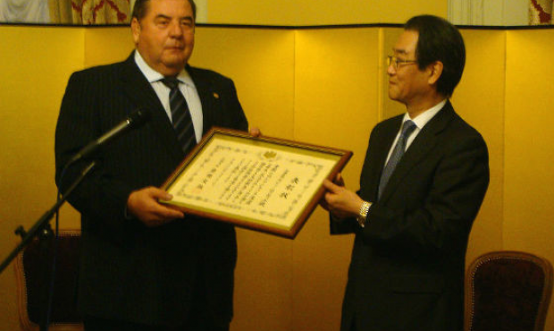 FIAS President Vasily Shestakov is awarded a certificate of honour of the Minister for Foreign Affairs of Japan