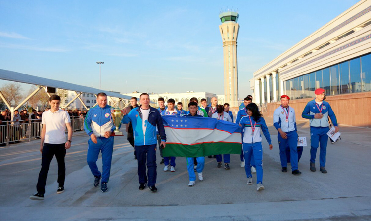 National Team of Uzbekistan Greeted at Home upon Their Return from the World SAMBO Cup