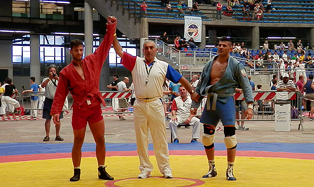 A special gymnasium, a pro and an infant – the highlights of the Italian Sambo Championship