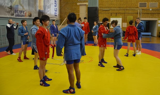 Russian sambo wrestlers have become main guests at a Chinese reality-television show