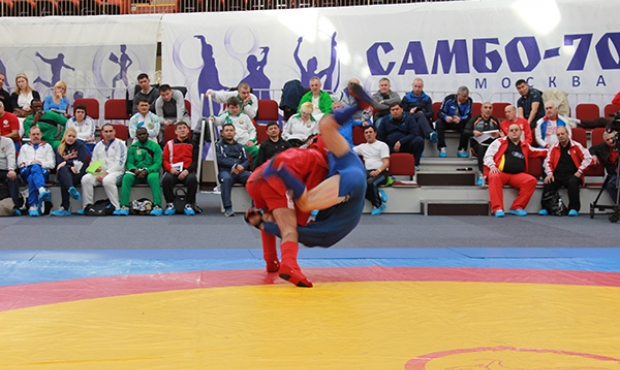 Referee learn to referee sambo in a new way