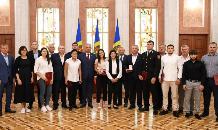 Moldovan President Awarded Sambists for their Achievements at the 2nd European Games