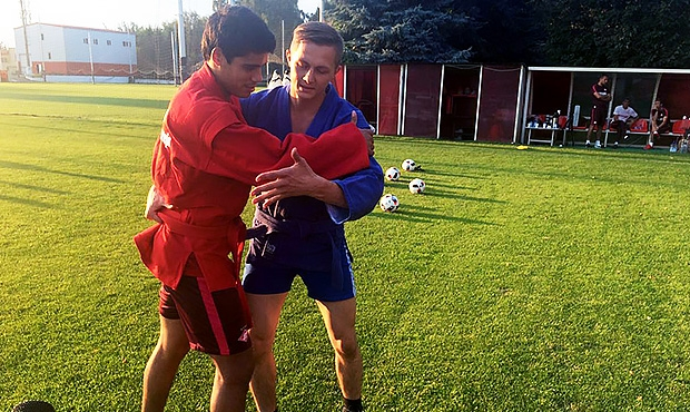 "Paraguayan football player of the Russian club ""Spartak"" Lorenzo Melgarejo has mastered the techniques of sambo"