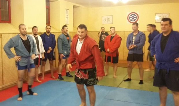 Hungarian SAMBO wrestlers train with boxing legend for TV