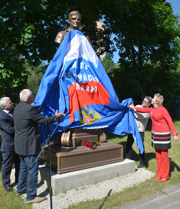 The bust to Yevgeny Chumakov was opened in Moscow