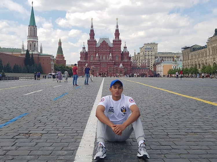 The Incredible Adventures of a Mexican Sambist in Russia